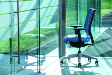 Je nach Körpermaß und dem eigenen Sitzempfinden liegt die optimale Sitzfläche zwischen 40 und 48 Zentimetern.
