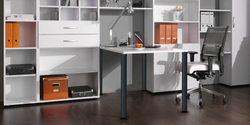 kleiner Schreibtisch im Home-Office