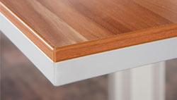 Schreibtisch mit melaminharzbeschichteter Tischplatte