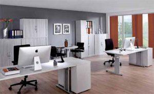 Ein moderner Schreibtischarbeitsplatz