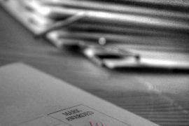 Akten- und Papierberge im Büro