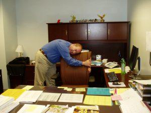 Gesund am Arbeitsplatz: Rückenübungen für zwischendurch 1