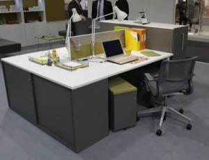 ordentlicher, aufgeräumter Arbeitsplatz mit Schreibtischablage