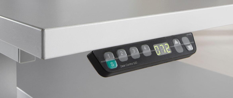 Schreibtisch mit reflexionsarmer Oberfläche