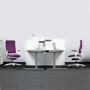 Bürostuhl 4ME am Schreibtisch