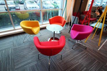 Sitzgruppe aus soft seating Stühlen