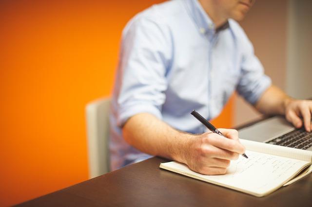 Ständige Unterbrechungen durch das Telefoon oder Mitarbeiter verursachen Stress.