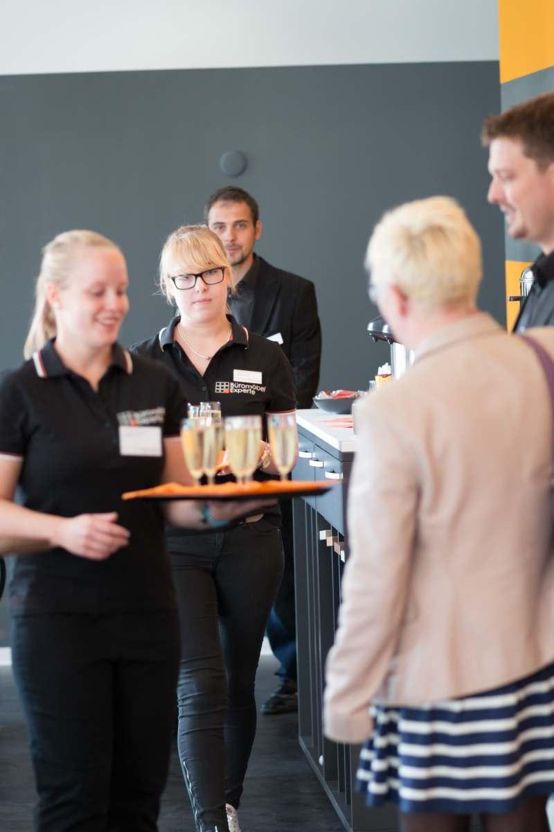 Gäste wurden mit einem Glas Sekt begrüßt