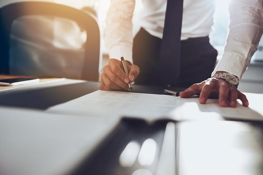 Schreibtisch Aufräumen Und Ordnung Halten Büromöbel Experte