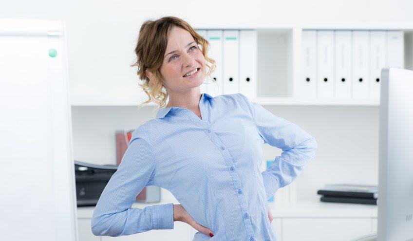 das stundenlange Sitzen ist nicht selten eine überaus anstrengende Herausforderung. / Foto: Picture-Factory / fotolia.com