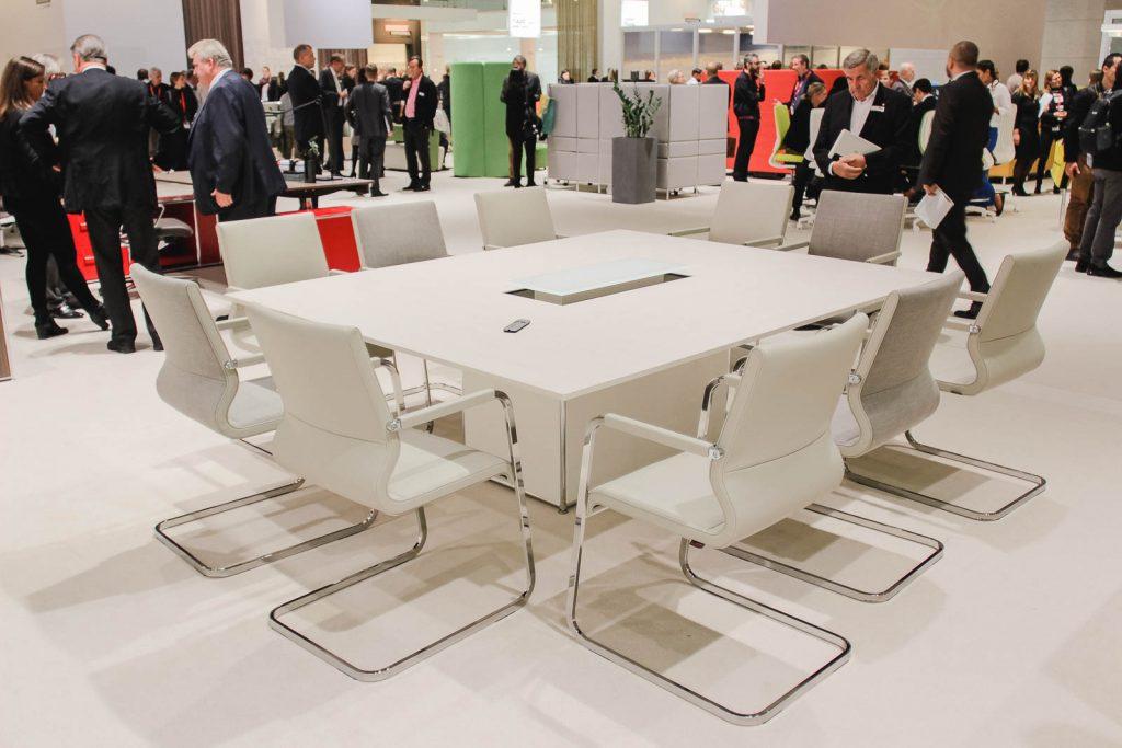 Orgatec 2016: 10er Konferenztisch in weiß