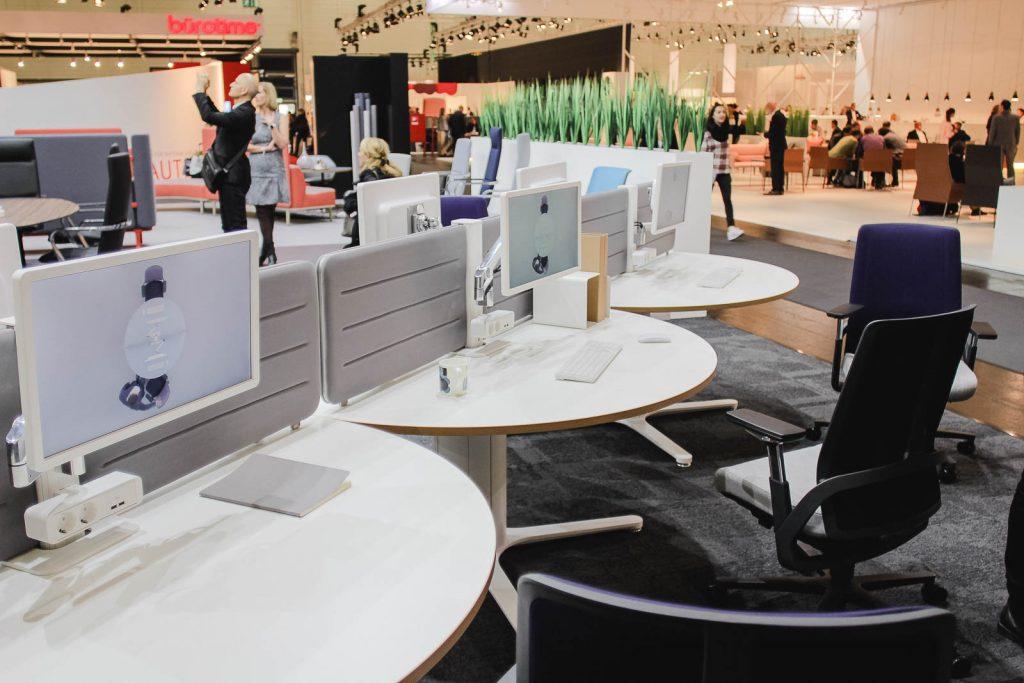 Orgatec 2016: Einzelarbeitsplätze mit runder Tischplatte