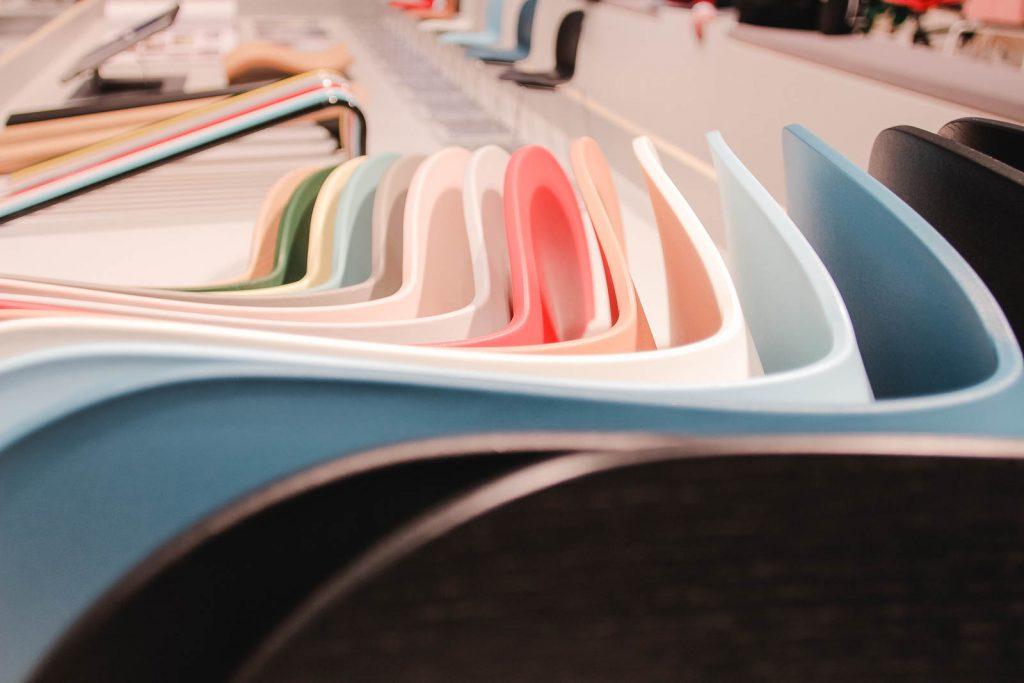 Orgatec 2016: Sitzschalen für Konferenstühle in frischen Farben