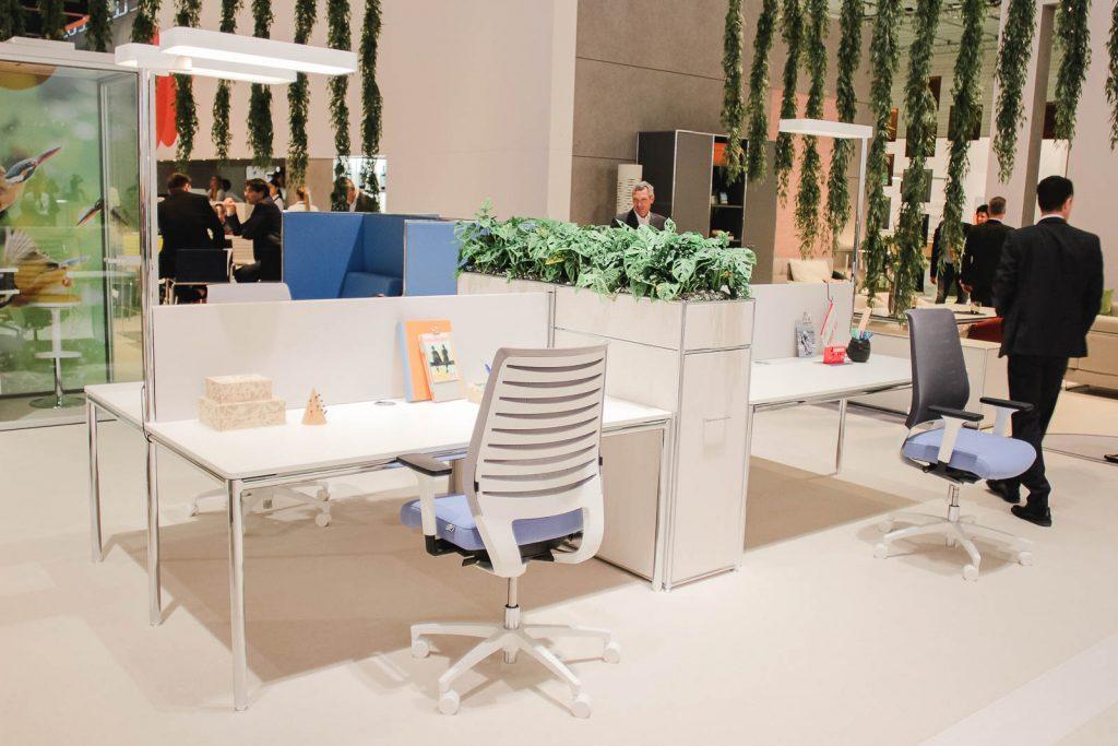 Orgatec 2016: Bürostuhl und Schreibtisch von Dauphin