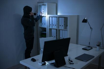 Einbrecher durchsucht Unterlagen