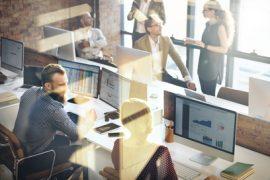 Durch betriebliche Übung werden freiwillige zu verpflichtenden Leistungen des Arbeitgebers, denen er sich nicht mehr einseitig entziehen kann. / Foto: Rawpixel.com / fotolia.com