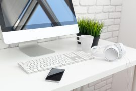 Am Schreibtisch sollte auf keinen Fall gegessen werden, wenn es sich vermeiden lässt. / Foto: fotofabrika / fotolia.com