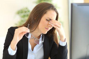 Wenn die Belästigung durch den Geruch zu groß ist, oder nicht selbst Abhilfe geschaffen werden kann bzw. eine Gesundheitsgefährdung droht, greift wieder das Arbeitsschutzgesetz. / Foto: Antonioguillem / fotolia.com