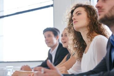 Ein Seminar kann dem Mitarbeiter bei der Entwicklung eigener Arbeitsmethoden helfen. / Foto: Robert Kneschke / fotolia.com