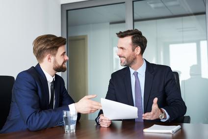 Die Probezeit dauert in der Regel drei bis sechs Monate und muss im Arbeitsvertrag geregelt werden. / Foto: baranq / fotolia.com