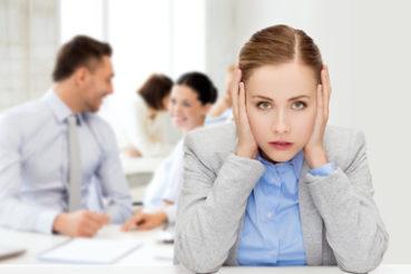 Wenn einem das Kollegium mehr schadet als nützt, kann es sinnvoll sein über einen Jobwechsel nachzudenken. / Foto: Syda Productions / fotolia.com