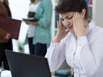 Sofern die Radiohörer in der Minderheit sind, sollten Sie die Kollegin oder den Kollegen einfach darauf hinweisen, dass Sie sich aufgrund der Musik nicht konzentrieren können. / Foto: sebra / fotolia.com