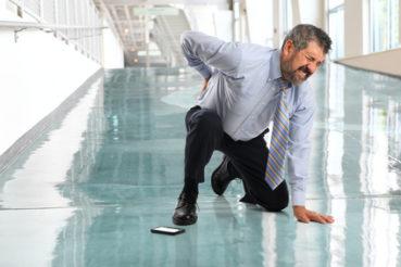 Schnelle Bewegungen sind mitunter möglich, können aber zu einer extremen Verschlimmerung der Schmerzen führen. / Foto: Gino Santa Maria / fotolia.com