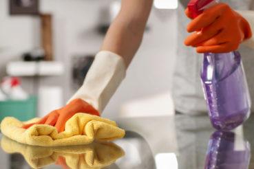 Ein Putzdienst sollte sorgsame Arbeit leisten um im besten Fall außerhalb der eigentlichen Arbeitszeiten agieren. / Foto: Dmytro Flisak / fotolia.com