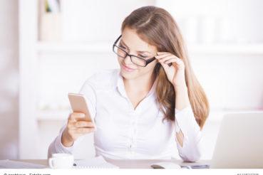 Es reicht völlig aus, sich eine kostenlose App für das Smartphone herunterzuladen, die Bedienung ist in der Regel einfach und selbsterklärend. / Foto: peshkova / fotolia.com