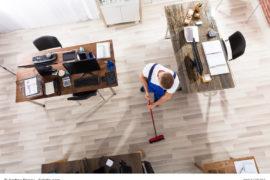 Büro putzen - So bleibt´s im Unternehmen sauber / Foto: Andrey Popov / fotolia.com
