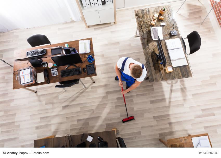 Schultisch maße  Wie breit sollte ein Schreibtisch sein? | Büromöbel-Experte ...