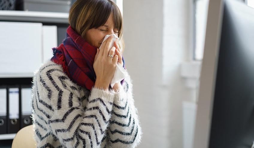 Erkältungswelle im Büro – so stecken Sie sich nicht bei Kollegen an / Foto: contrastwerkstatt / fotolia.com