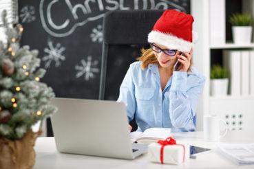 20 ideen f r die weihnachtsdeko im b ro b rom bel experte. Black Bedroom Furniture Sets. Home Design Ideas