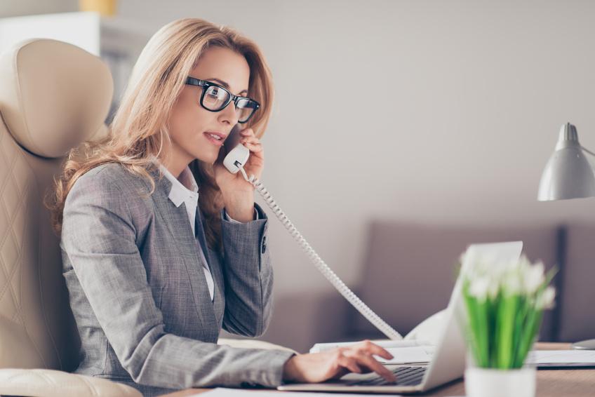 Im Büro telefonieren