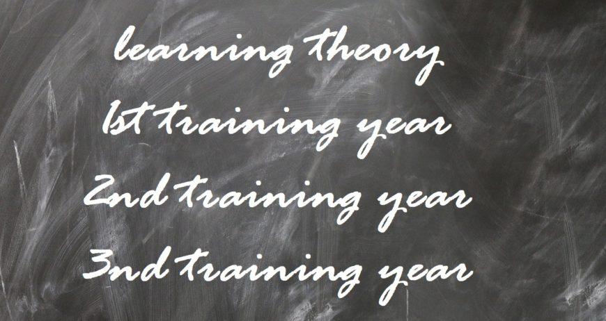 die Ausbildung zur Bürokauffrau/ zum Bürokaufmann beträgt 3 Jahre