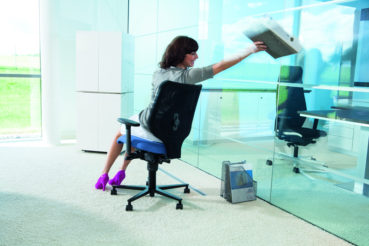 Die Bandscheiben können bei langer und anstrengender Sitzarbeit ideal durch die Basisfunktion der Wippmechanik entlastet werden.
